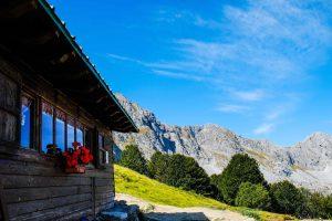 Rifugio montano in Garfagnana con vista sulle Alpi Apuane