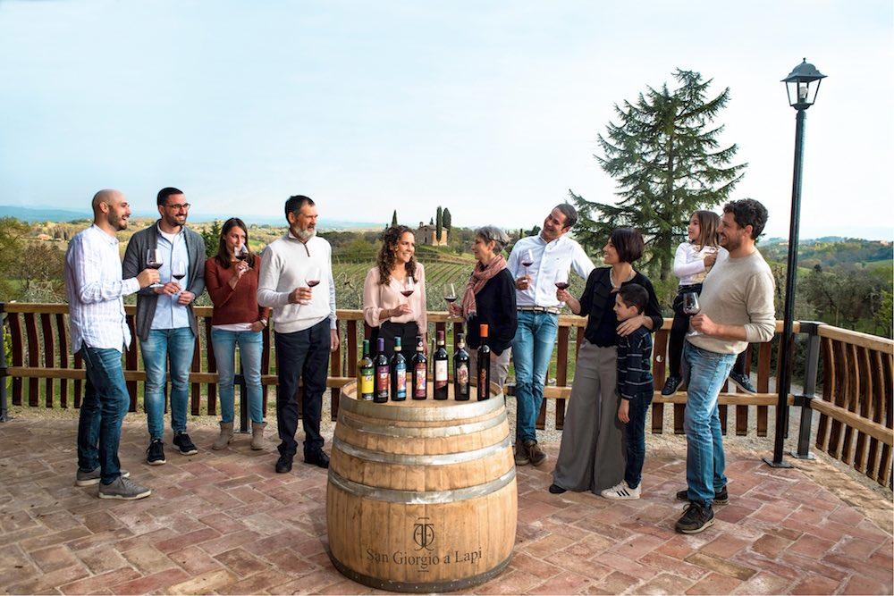 La famiglia Simoni proprietaria dell'azienda vitivinicola San Giorgio a Lapi nel Chianti Classico