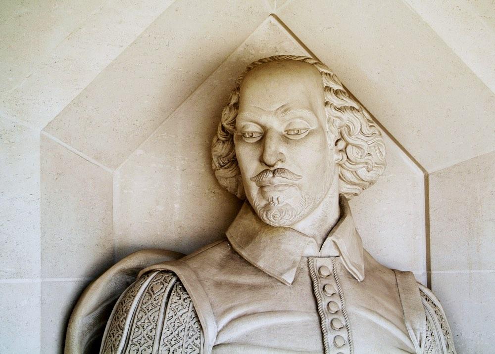 Statua di William Shakespeare a Londra fuori dal Guildhall Art Gallery