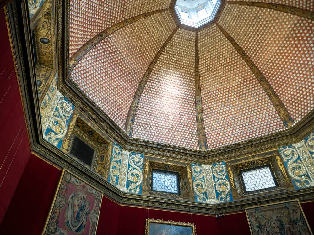 La Tribuna del Buontalenti dentro la Galleria degli Uffizi a Firenze