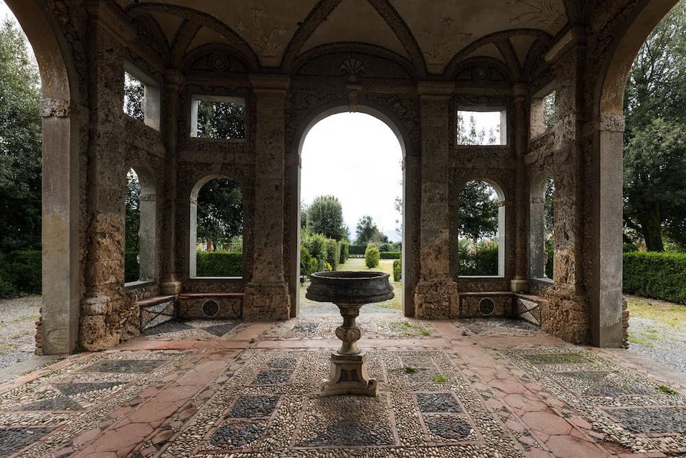 Porticato della Villa Reale di Marlia in provincia di Lucca