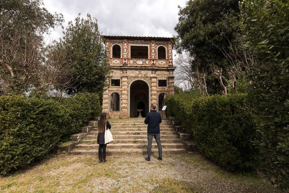Struttura nei giardini della Villa Reale di Marlia in provincia di Lucca