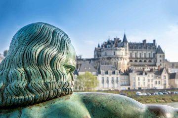Statua di Leonardo da Vinci davanti al Castello di Amboise, in Francia