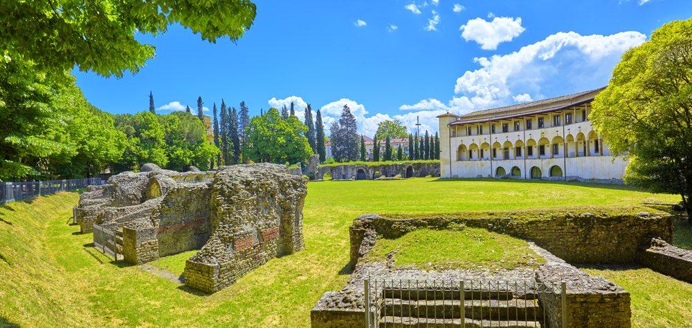 Anfiteatro romano di Arezzo in una giornata di sole