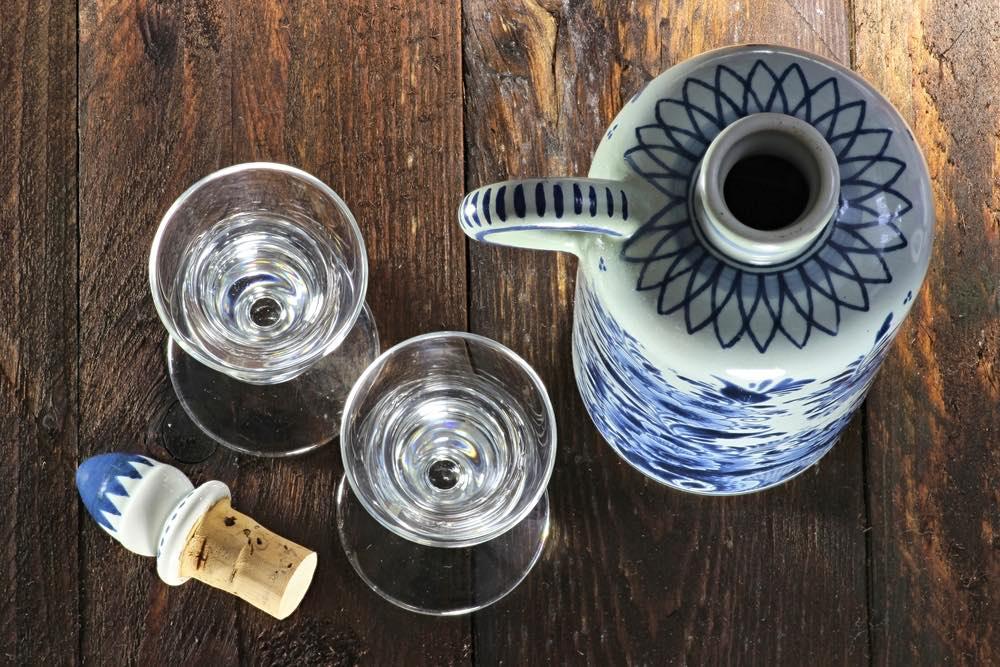 Gin olandese servito nei tipici bicchieri a forma di tulipano