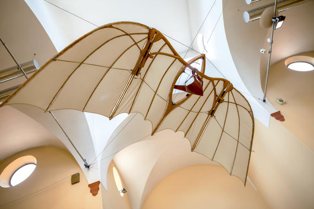 Ricostruzione di una macchina volante sui disegni di Leonardo da Vinci