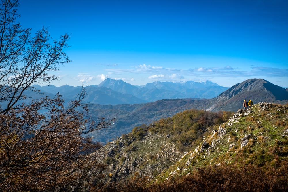 Vista sull'Appennino Lucchese con vista sui monti, da destra: Pania, Sumbra, Tambura, Pisanino