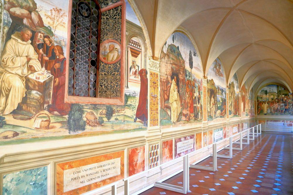 Gli affreschi nel chiostro dell'Abbazia di Monte Oliveto Maggiore