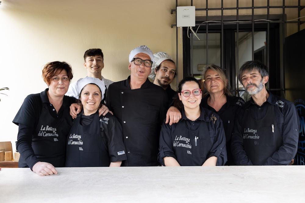 Lo staff de La Bottega del Cornocchio, buonissima trattoria in Mugello