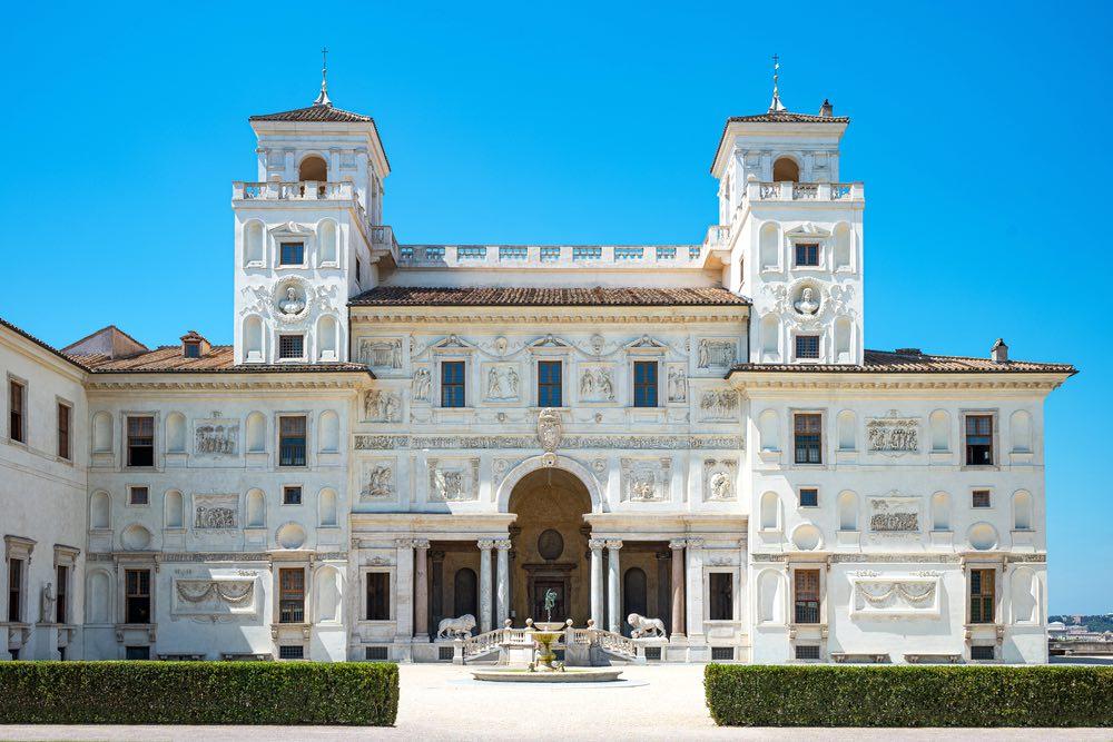 La facciata interna di Villa Medici a Roma, sede dell'Accademia francese