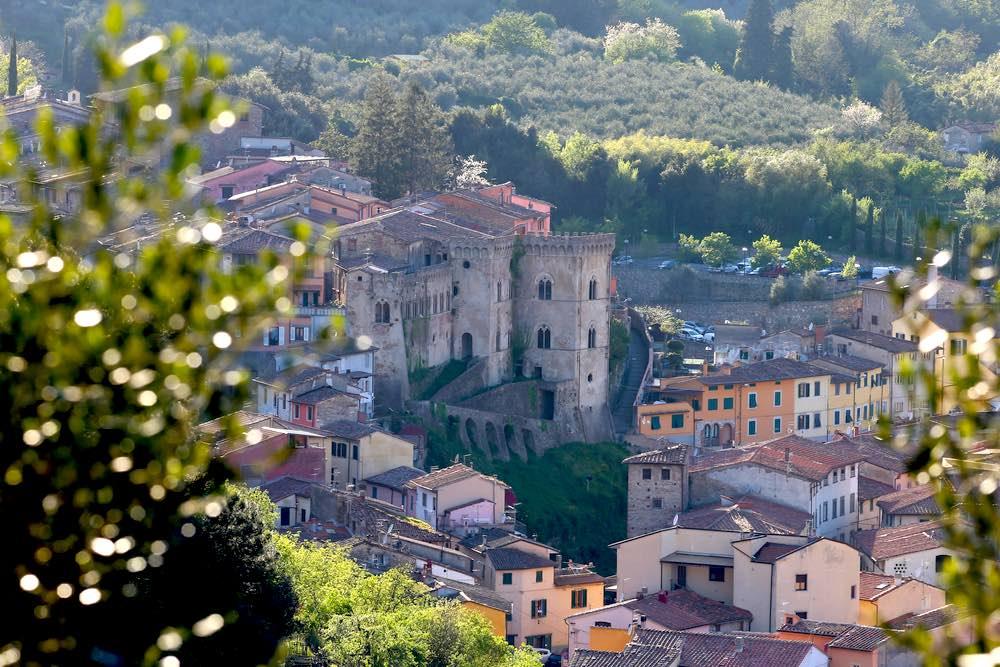 Antico borgo di Buti in Valdera, Toscana