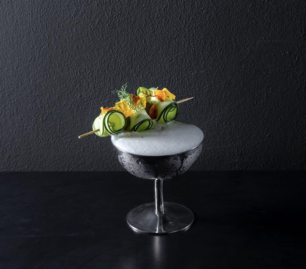 Cocktail d'autore su sfondo nero