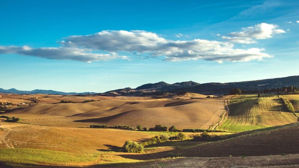 Colline intorno al borgo di Lajatico, sede del Teatro del Silenzio in Valdera, Toscana