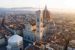 Vista aerea del Duomo di Firenze all'alba
