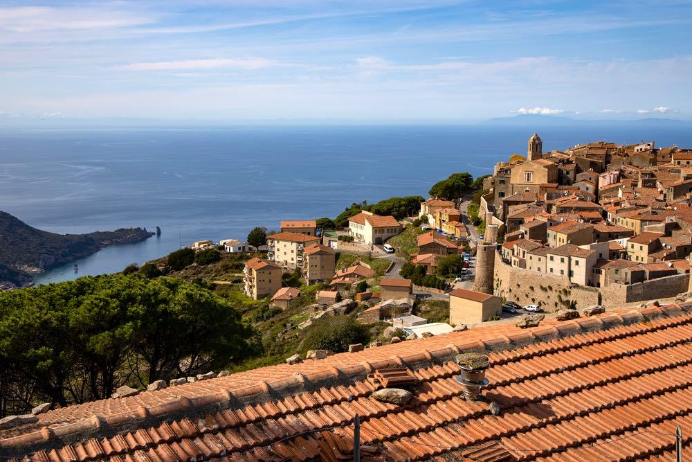 Veduta sul borgo di Giglio Castello all'isola del Giglio in Toscana