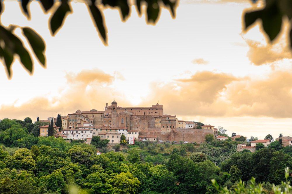L'antico borgo di Lari in Valdera, Toscana