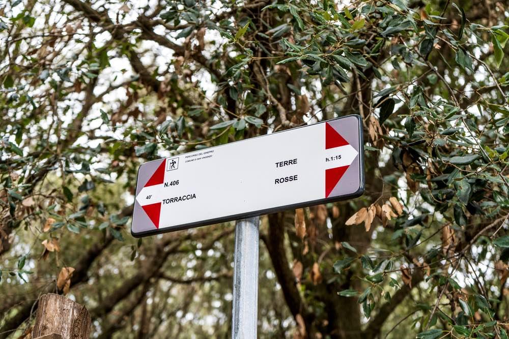 Segnali sul Percorso del Ginepro nel Parco di Rimigliano