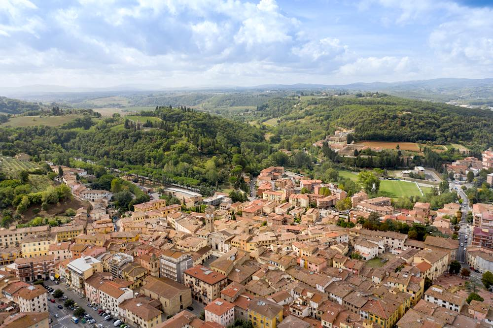 La cittadina toscana di Poggibonsi vista dall'alto