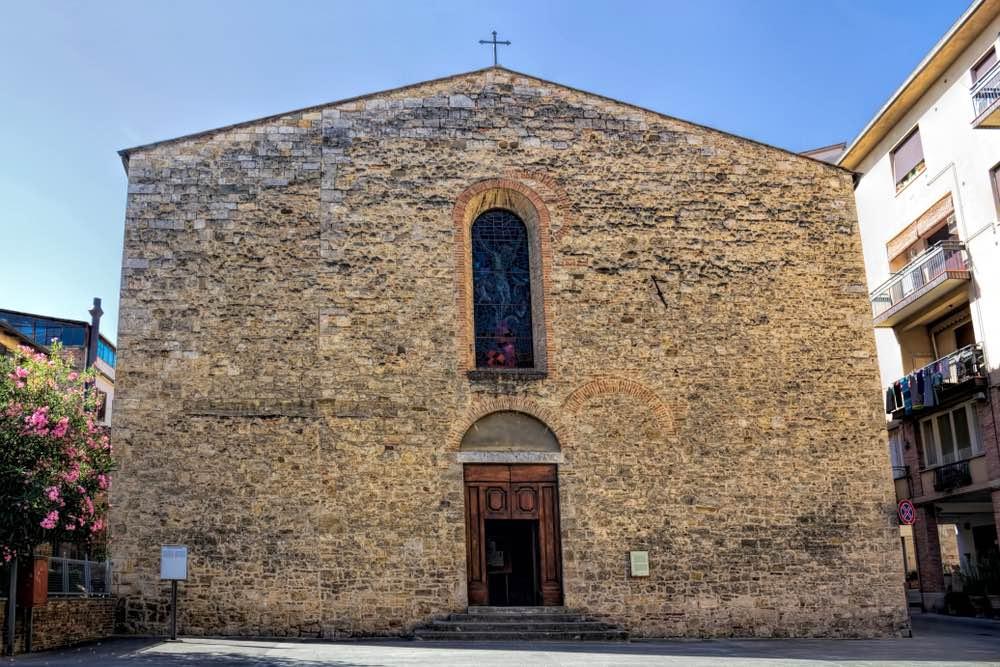 La facciate della chiesa di San Lorenzo a Poggibonsi