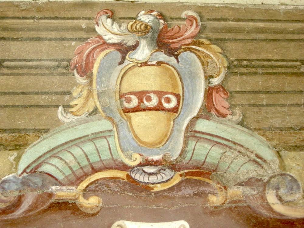 Stemma degli Strozzi nella Chiesa di Ognissanti a Firenze