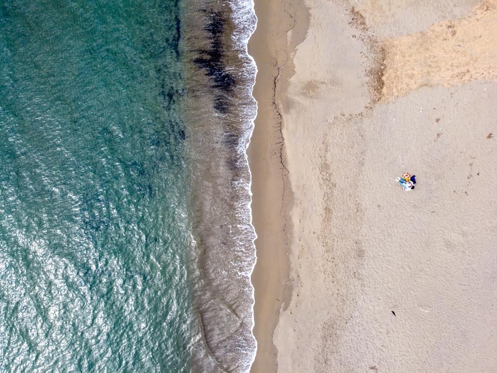La spiaggia delle Rocchette a Castiglione della Pescaia fotografata da un drone