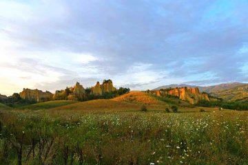 Le Balze del Valdarno al tramonto sono tra le cose da vedere in una vacanza nella campagna toscana