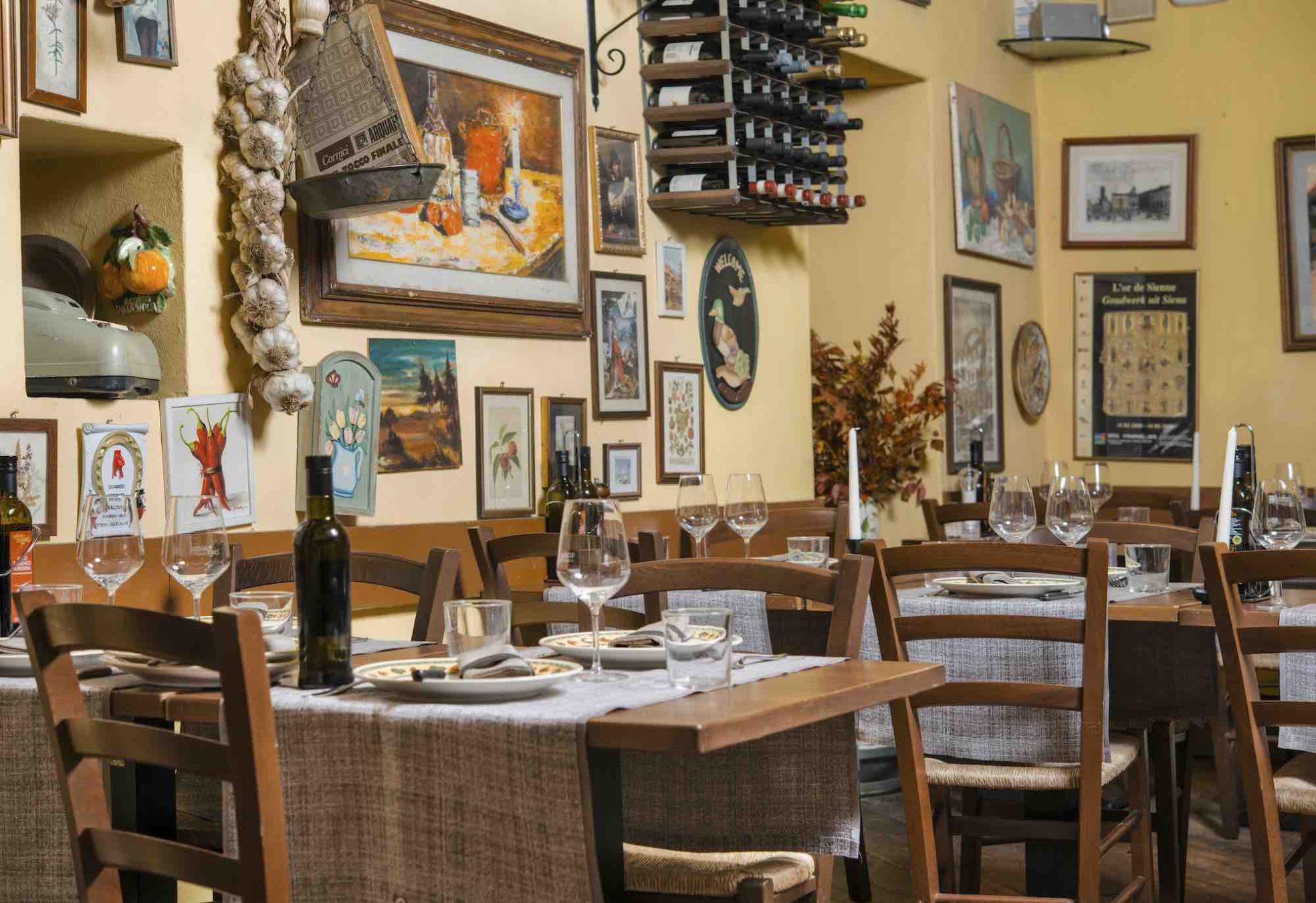 Interno del ristorante Gustavino Piazza Signoria in via della Condotta a Firenze