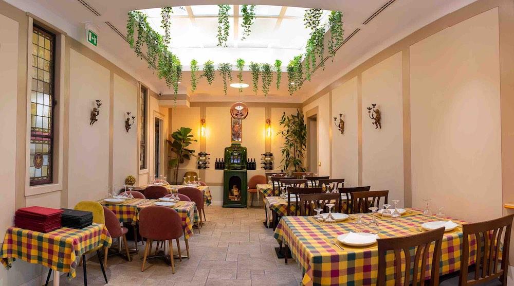 Interno dell'Osteria del Fiore, ristorante in Duomo a Firenze