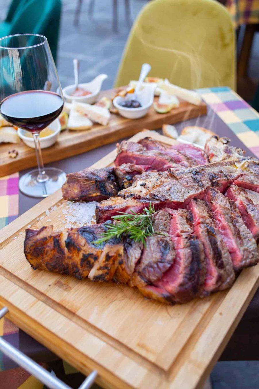 Bistecca alla Fiorentina all'Osteria del Fiore, ristorante in Duomo a Firenze