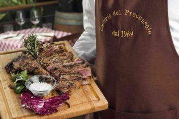 Bistecca alla fiorentina all'Osteria del Proconsolo, ristorante toscano nel centro di Firenze