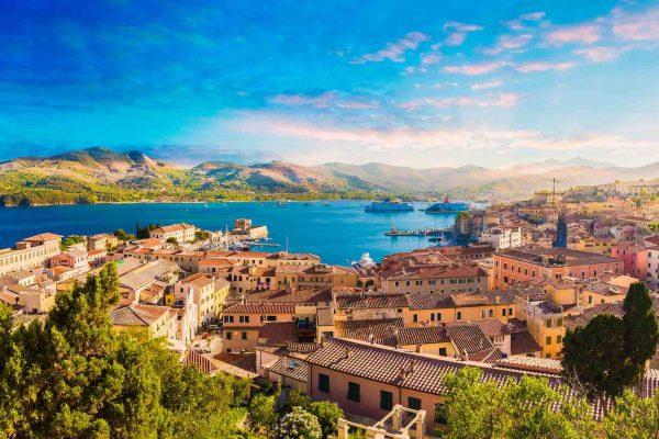 La città vecchia e il porto di Portoferraio all'Isola d'Elba