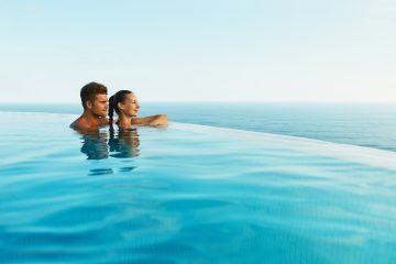 Coppia di innamorati in un centro benessere al mare in Toscana
