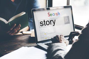 Concetto di creazione di storytelling: copywriter al computer