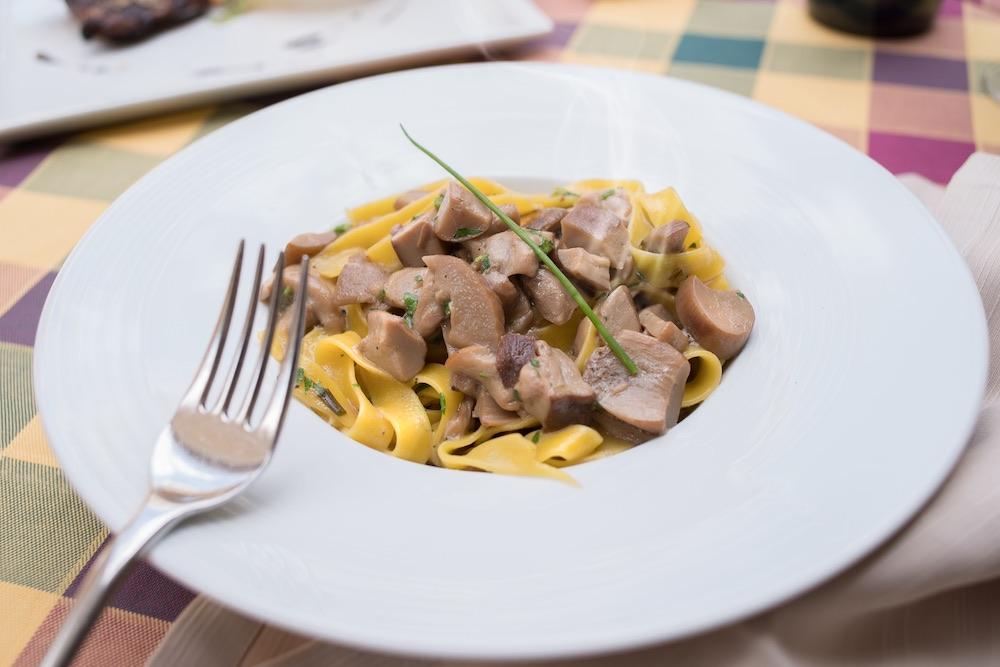 Tagliatelle ai funghi porcini al ristorante La Bistecca Osteria Fiorentina