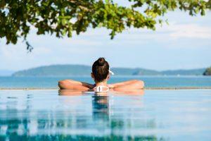 Concetto di terme sul mare e relax durante le vacanze estive