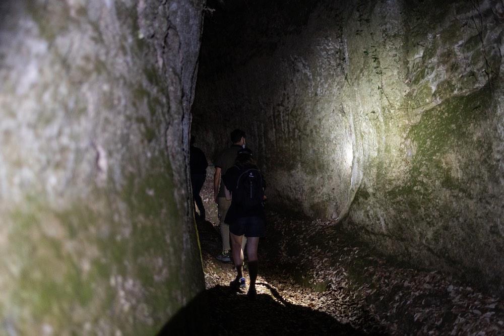 Escursione notturna alla Via Cava di San Rocco con l'Hotel della Fortezza di Sorano