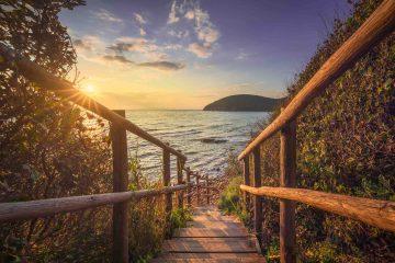 Scale che portano alla suggestiva, bellissima, spiaggia di Cala Violina nella Maremma Grossetana