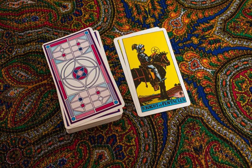 La carta dei Tarocchi del Cavaliere del pentacolo