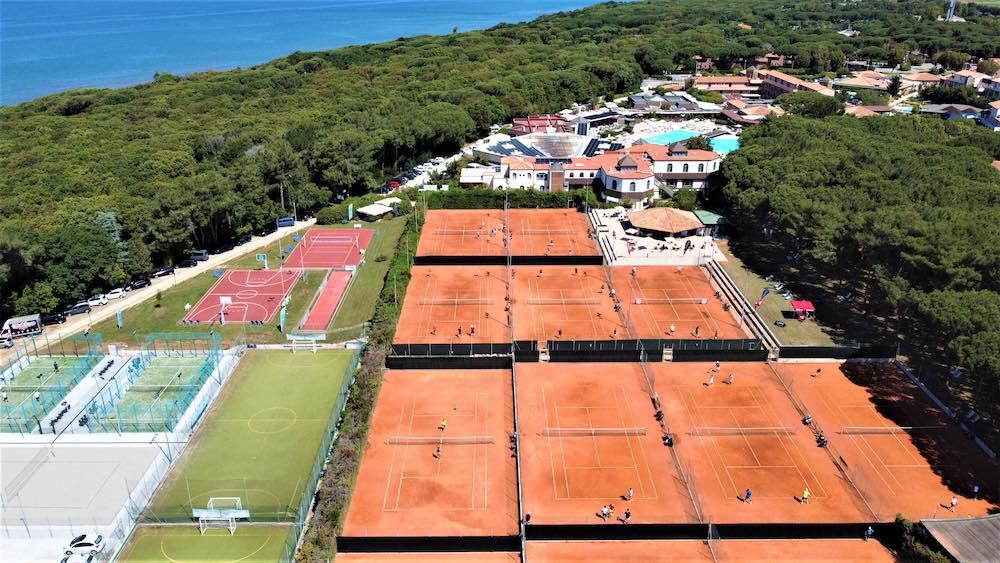 Il Garden Toscana Resort ripreso da un drone