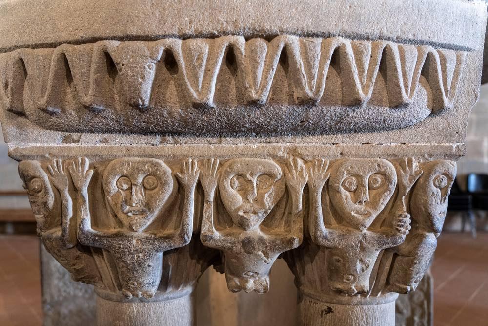 Dettaglio dell'interno di San Pietro a Gropina, antica pieve del Valdarno