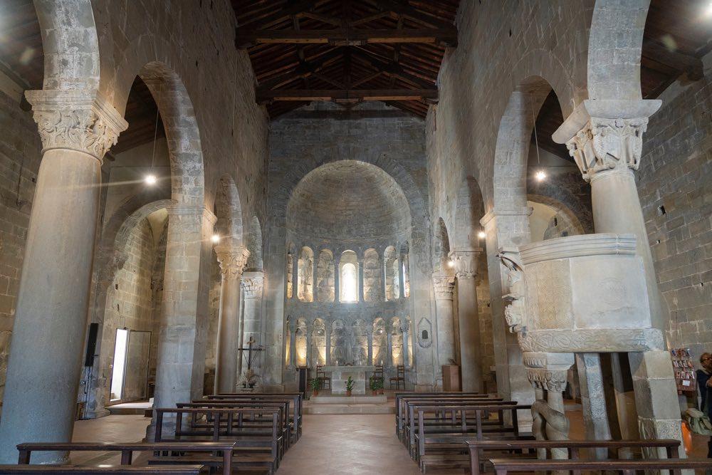 Interno di San Pietro a Gropina, antica pieve del Valdarno
