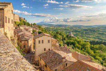 Il panorama visto da Montepulciano con chiesa di San Biagio