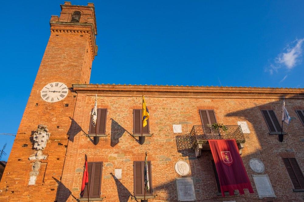 Palazzo comunale di Torrita di Siena, borgo